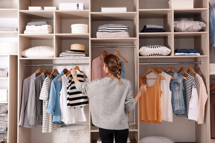 How to Declutter Your Wardrobe – 2021 New Year's Resolution