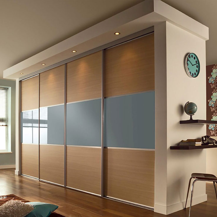 Linear 4 Door – Silver Frame w/ Ferrara Oak & Blue Shadow Boards.